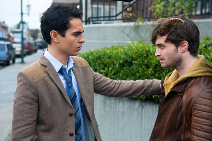 Max Minghella (Lee Tourneau) en Daniel Radcliffe (Ig Perrish)