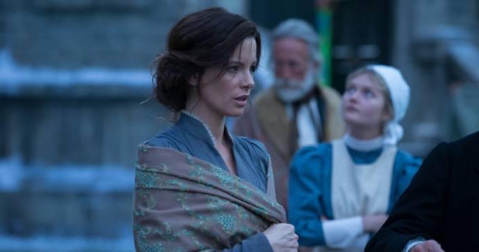Kate Beckinsale (Eliza Graves)