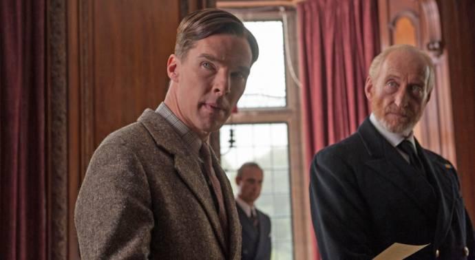 Benedict Cumberbatch (Alan Turing) en Charles Dance (Commander Denniston)