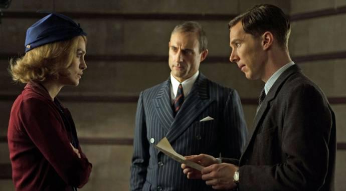 Keira Knightley (Joan Clarke), Mark Strong (Stewart Menzies) en Benedict Cumberbatch (Alan Turing)