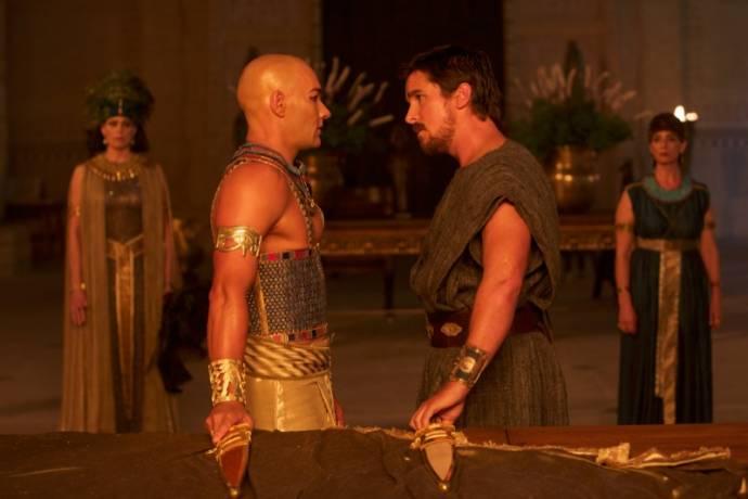 Joel Edgerton (Rhamses) en Christian Bale (Moses)