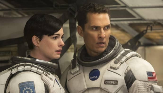 Anne Hathaway en Matthew McConaughey (Cooper)