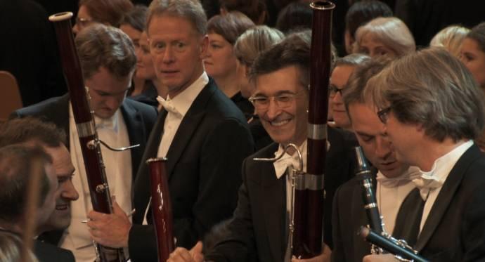 Om de Wereld in 50 Concerten filmstill