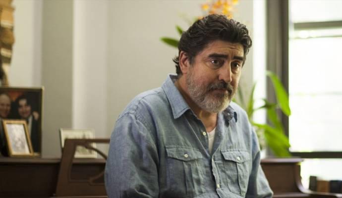 Alfred Molina (George)