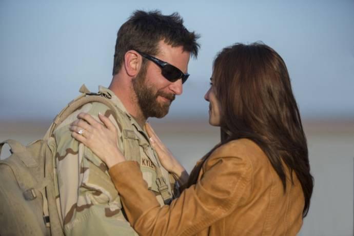 Bradley Cooper (Chris Kyle) en Sienna Miller (Taya Renae Kyle)