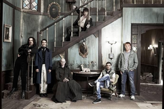 Jemaine Clement (Vladislav), Taika Waititi (Viago), Ben Fransham (Petyr), Jonathan Brugh (Deacon), Cori Gonzalez-Macuer (Nick) en Rhys Darby (Anton, werewolf)