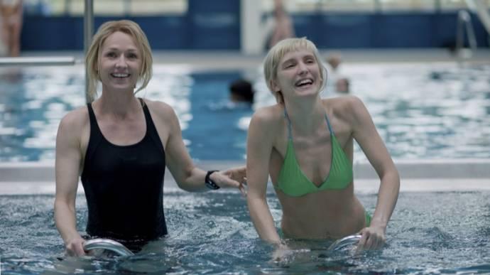 Rachael Blake (Emily) en Lucie Debay (Melody)