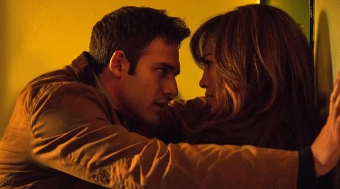 Ryan Guzman (Noah Sandborn) en Jennifer Lopez (Claire Peterson)