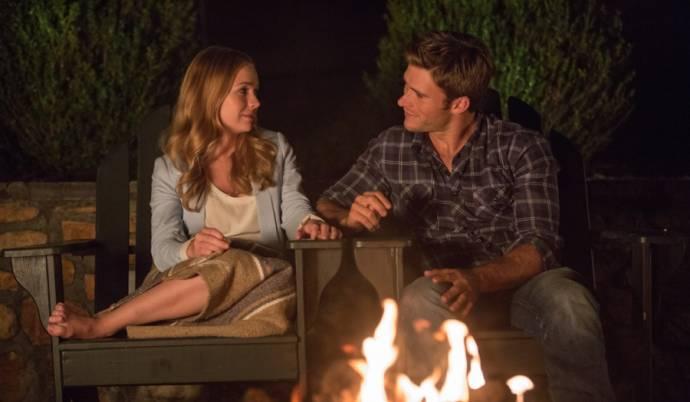Brittany Robertson (Sophia Danko) en Scott Eastwood (Luke Collins)