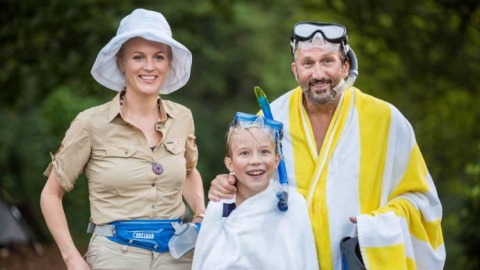 Marcel Musters (Vader Bo), Teun Stokkel (Bo) en Katrien van Beurden (Moeder Bo)