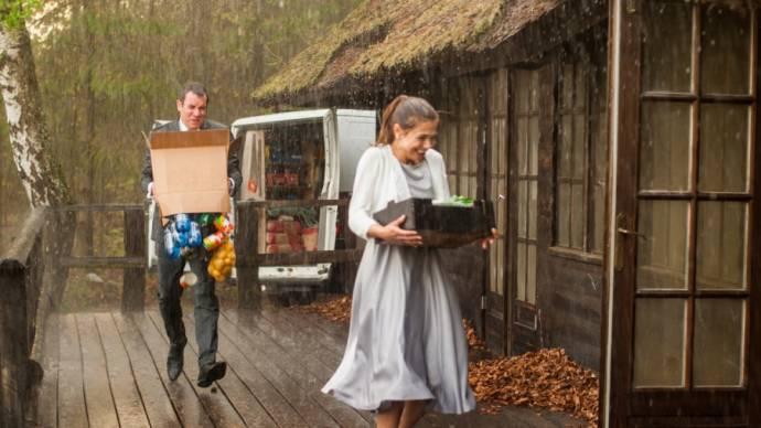 Jeroen van Koningsbrugge (Jacob) en Georgina Verbaan (Anne)