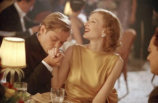 Cate Blanchett (Katharine Hepburn) en Jude Law (Errol Flynn)