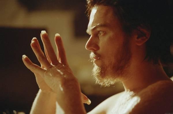 Leonardo DiCaprio (Howard Hughes)