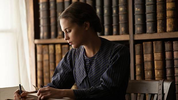 Alicia Vikander (Vera Brittain)