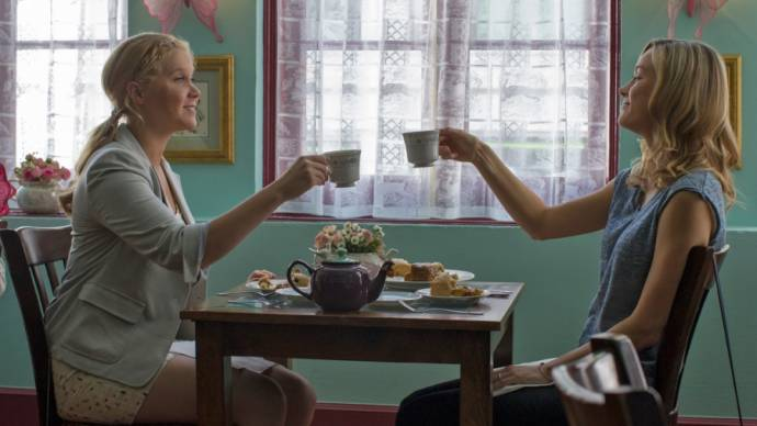 Brie Larson (Kim) en Amy Schumer (Amy)