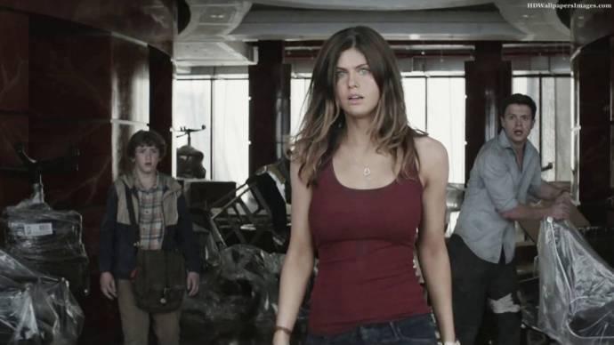 Alexandra Daddario (Blake)