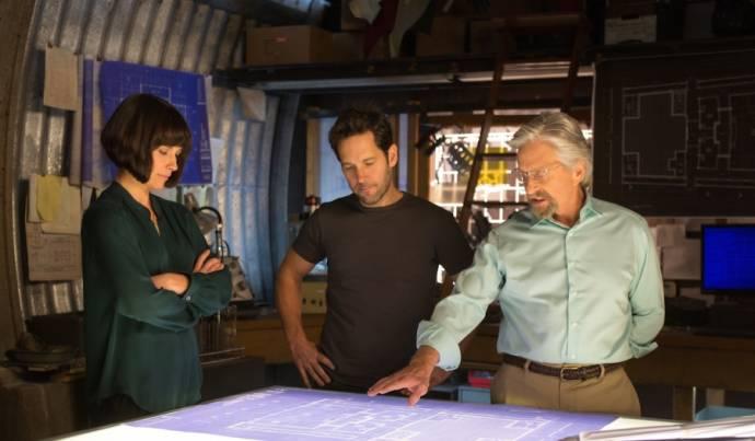 Evangeline Lilly (Hope Van Dyne), Paul Rudd (Scott Lang / Ant-Man) en Michael Douglas (Hank Pym)
