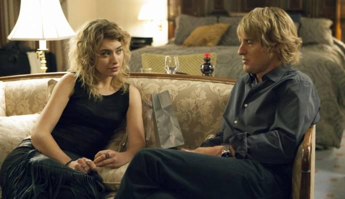 Imogen Poots (Izzy) en Owen Wilson (Arnold)