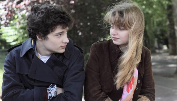Quentin Dolmaire (Paul Dédalus (adolescent)) en Lou Roy-Lecollinet (Esther)