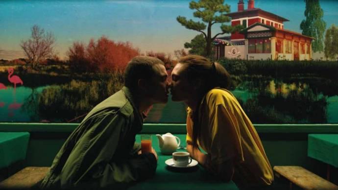 Karl Glusman (Murphy) en Aomi Muyock (Electra) in Love