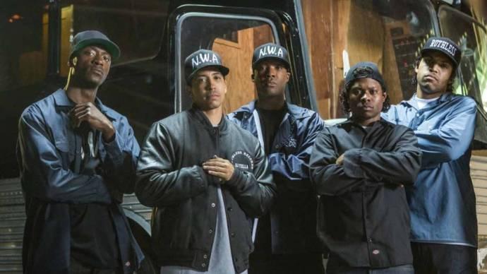 Neil Brown Jr. (Dj Yella), Corey Hawkins (Dr. Dre), Aldis Hodge (MC Ren), O'Shea Jackson Jr. (Ice Cube) en Jason Mitchell (Eazy-E)