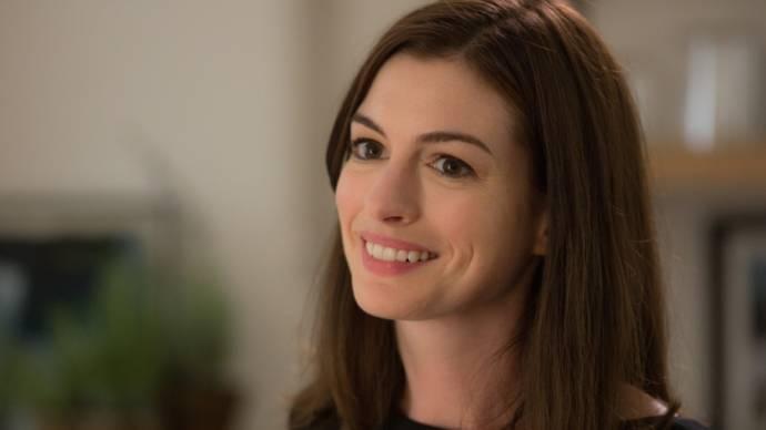 Anne Hathaway (Jules Ostin)