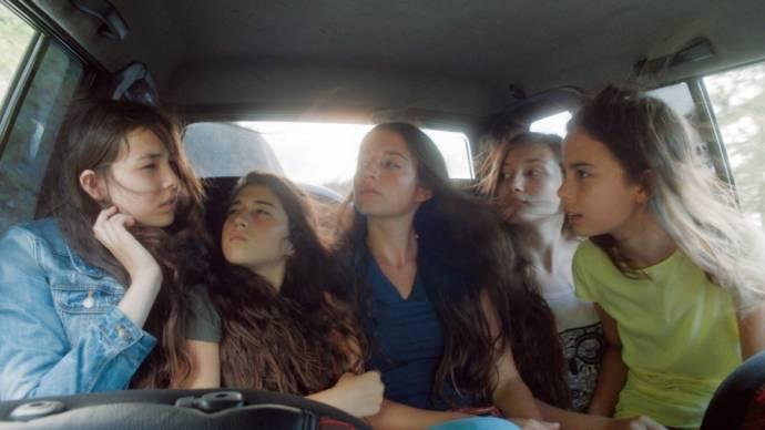 Ilayda Akdogan (Sonay), Elit Iscan (Ece), Günes Sensoy (Lale), Tugba Sunguroglu (Selma) en Doga Zeynep Doguslu (Nur)