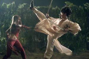 Jennifer Garner en Wil Yun Lee in actie