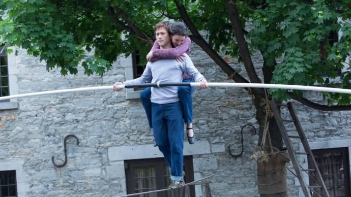 Joseph Gordon-Levitt (Philippe Petit) en Charlotte Lebon