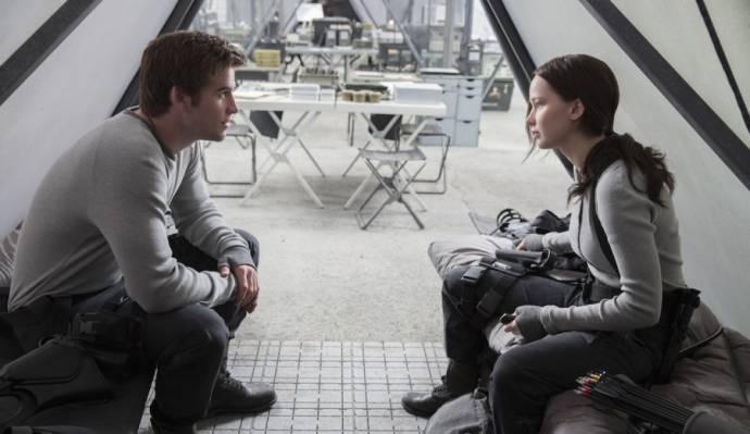 Josh Hutcherson (Peeta Mellark) en Jennifer Lawrence (Katniss Everdeen)