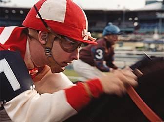 Tobey Maguire als jockey