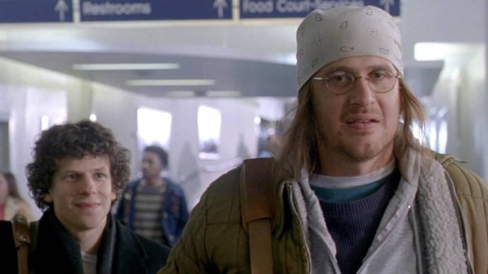 Jesse Eisenberg (David Lipsky) en Jason Segel (David Foster Wallace)