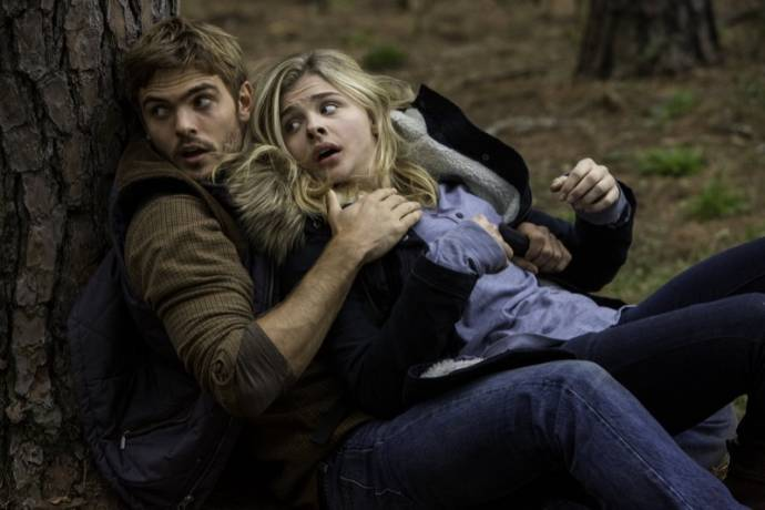 Nick Robinson (Ben Parish) en Chloë Grace Moretz (Cassie Sullivan)