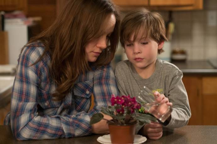 Brie Larson (Ma) en Jacob Tremblay (Jack)