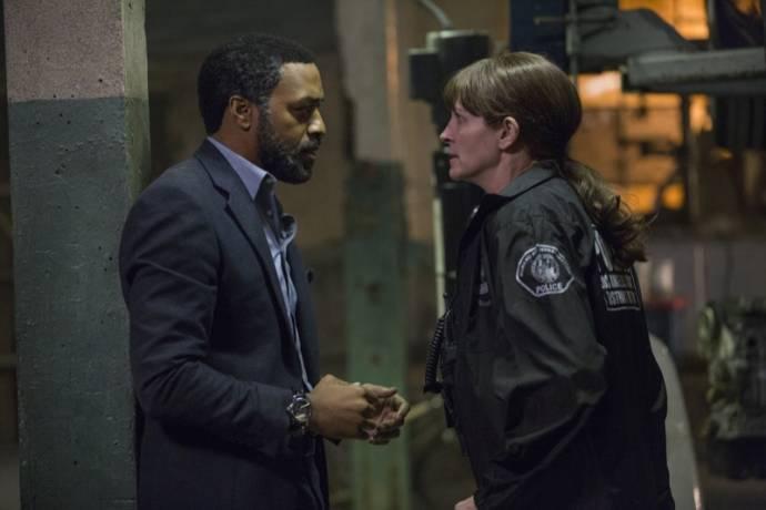 Chiwetel Ejiofor (Ray) en Julia Roberts (Jess)