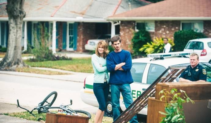 Laura Dern (Lynn Nash) en Andrew Garfield (Dennis Nash)