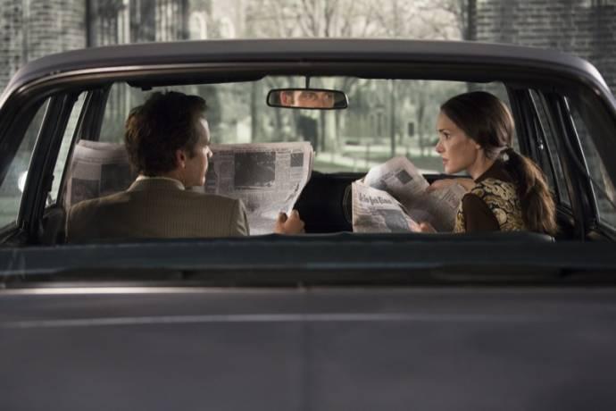 Peter Sarsgaard (Stanley Milgram) en Winona Ryder (Sasha Menkin Milgram)