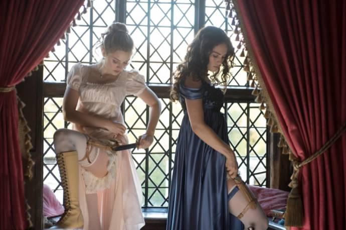 Bella Heathcote (Jane Bennet) en Lily James (Elizabeth Bennet)