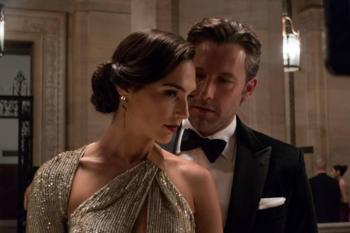 Gal Gadot (Diana Prince / Wonder Woman) en Ben Affleck (Bruce Wayne / Batman)