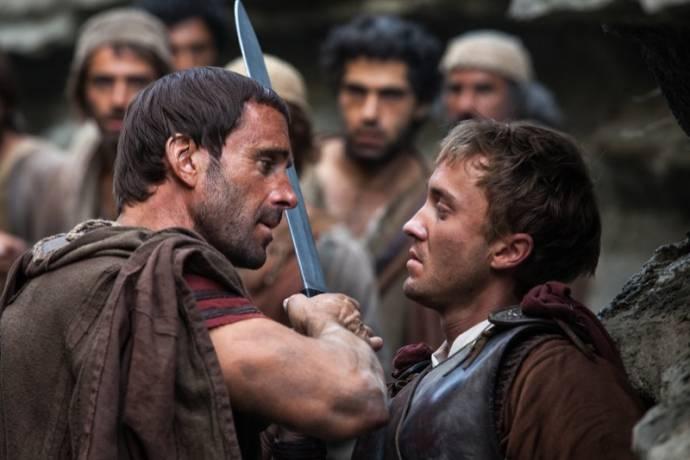 Joseph Fiennes (Clavius) en Tom Felton (Lucius)