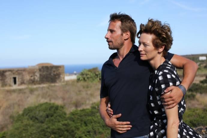 Matthias Schoenaerts (Paul) en Tilda Swinton (Marianne)