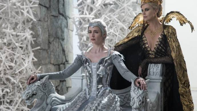Emily Blunt (Freya) en Charlize Theron (Ravenna)