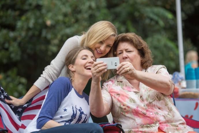 Jennifer Aniston (Sandy), Kate Hudson (Jesse) en Margo Martindale (Flo)