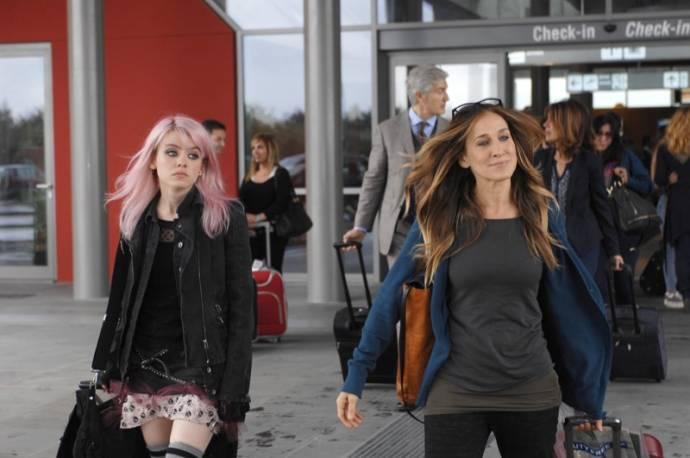 Rosie Day (Summer) en Sarah Jessica Parker (Maggie)
