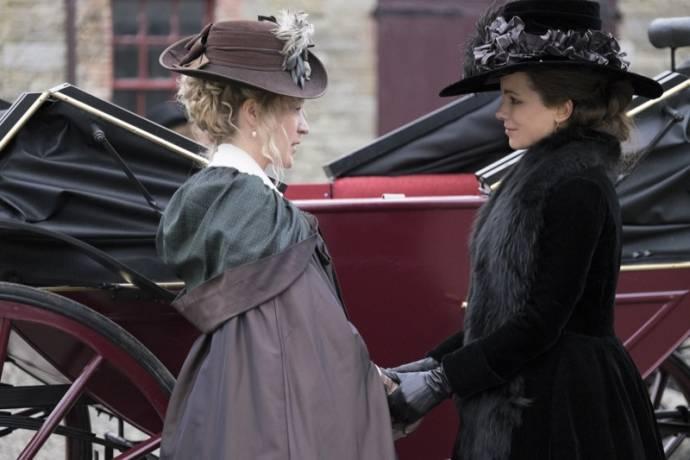 Chloë Sevigny (Alicia Johnson) en Kate Beckinsale (Lady Susan Vernon Martin)