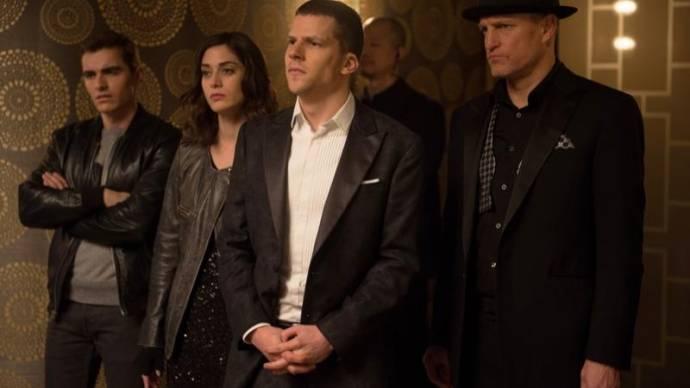 Dave Franco (Jack Wilder), Lizzy Caplan (Lula), Jesse Eisenberg (J. Daniel Atlas) en Woody Harrelson (Merritt McKinney)