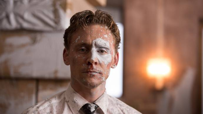 Tom Hiddleston (Dr. Robert Laing)