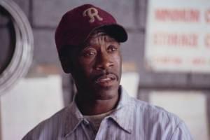 Garagehouder Bonny Simmons (Don Cheadle)