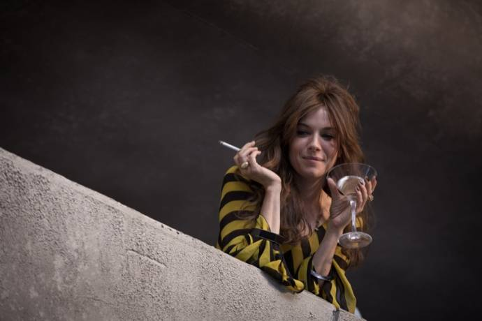 Sienna Miller (Charlotte Melville) in High-Rise