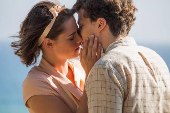 Kristen Stewart (Theresa) en Jesse Eisenberg (James)